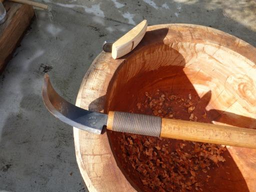 臼の中を仕上げる道具はヤリガンナ