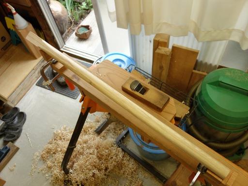 杵柄のかんな削り作業
