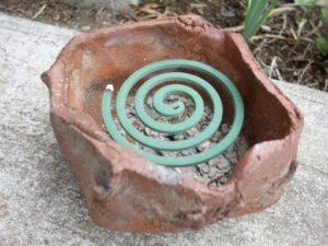 蚊取り線香と植木鉢