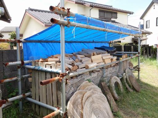 餅つき用の薪置き場